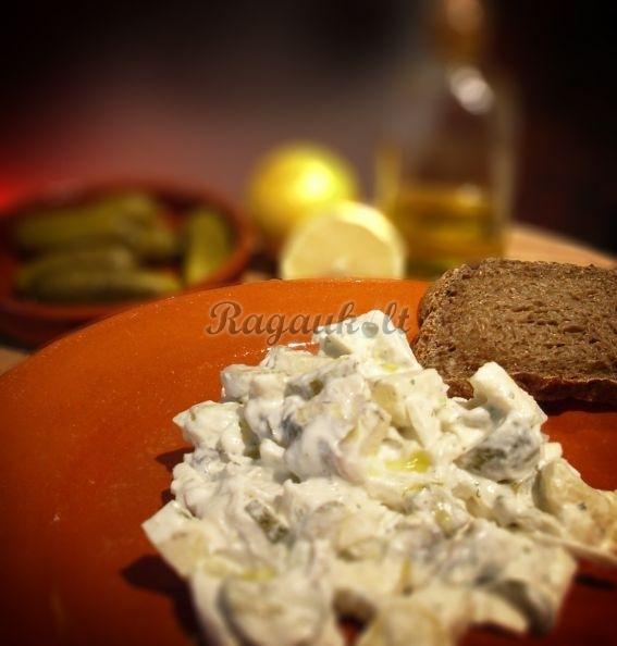 Pikantiškos silkės salotos