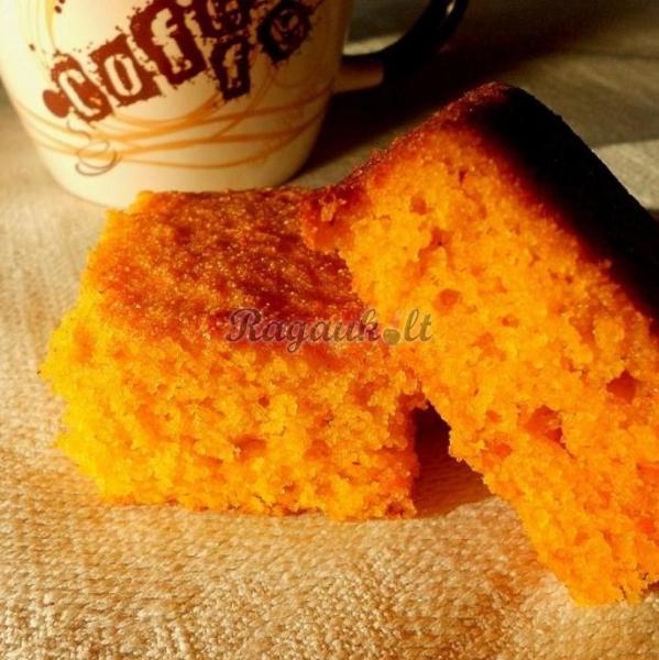 Apelsinų ir morkų pyragas