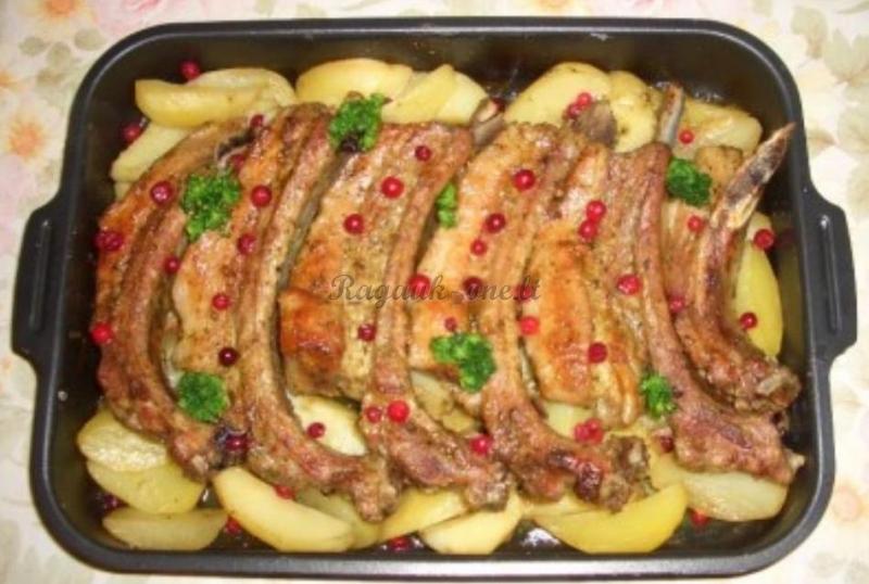 Рецепт ребрышек с картошкой в духовке
