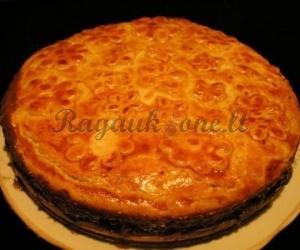 Riešutinis pyragas su medumi