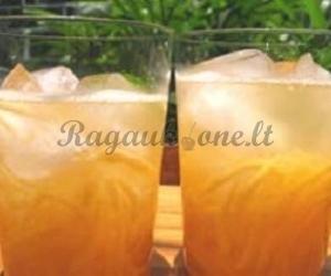 Melionų ir romo kokteilis