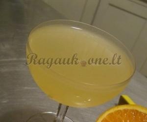 Degtinės ir likerio kokteilis