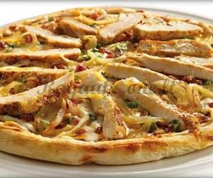 Pica su vištiena ir pievagrybiais