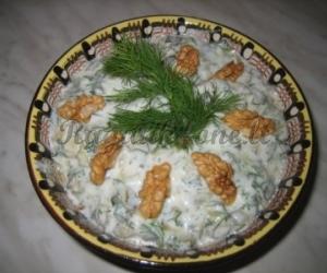 Agurkėlių salotos