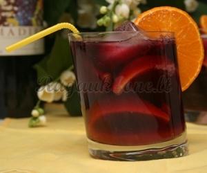 Karštas vynas su apelsinais