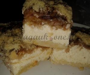 Varškės obuolių pyragas