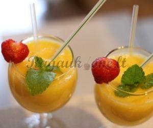 Kokteilis su vaisiais ir jogurtu
