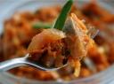 Silkė morkų patale