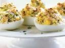 Kiaušinių puselės, įdarytos tunu