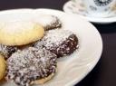 Sausainiai su šokoladu ir kokoso drožlėmis
