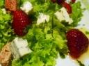 Salotos su avietėmis ir sūriu
