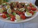 Salotos su lašiša ir putpelių kiaušinukais