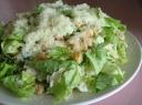 Vištienos salotos su sūriu ir skrebučiais