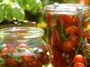 Konservuoti vyšniniai pomidorai