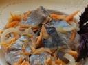 Silkė su keptų morkų garnyru