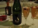 Putojantis vynas su spanguolėmis