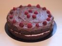 Tortas su kakava, šokoladu ir bruknėmis
