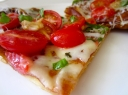 Tartas su sūrio kremu/pistou padažu ir glazūruotais pomidorais