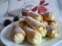 Sluoksniuotos tešlos pyragėliai su varškės kremu