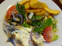 Marinuotų kelmučių salotos su daržovėmis