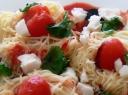 Spagečių lizdeliai su ožkos sūriu ir pomidorais