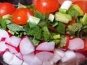 Greitos salotos prie kepsnio