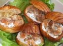 Plikytos tešlos užkandžiai su varškės kremu ir lašiša