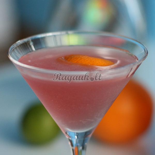 Vyšnių trauktinės ir aviečių kokteilis