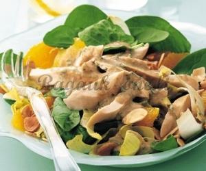 Daržovių salotos su paukštiena