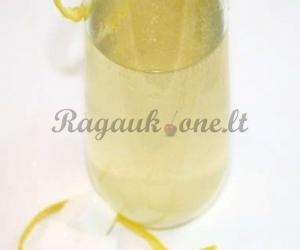 Kokteilis su putojančiu vynu