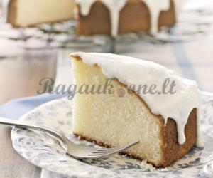 Vanilinis pyragas su glajumi