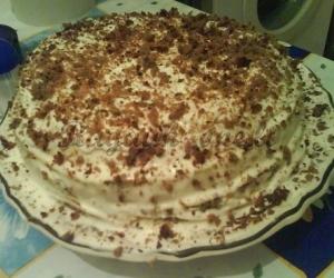 Uogienės tortas su grietinės apvalkalu