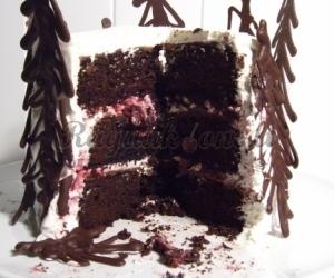 Šokoladinis tortas su vyšniomis ir maskarpone (Black Forest Cake)