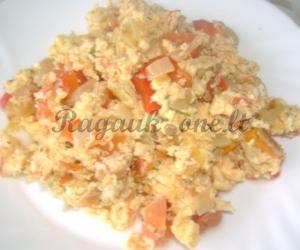 Kiaušinienė su paprika ir pomidorais