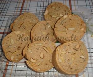 Sausainis su moliūgų sėklomis
