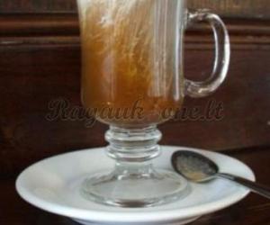Airiška kava su grietinėle