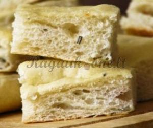 Duona su čiobreliais ir rozmarinu