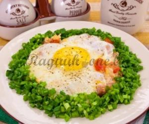 Kiaušinienė su kumpiu ir pomidorais