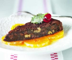 Šokoladinis pyragas su apelsinų salotomis