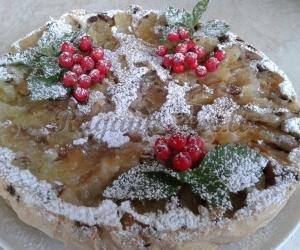 Obuolių pyragas su šermukšniais