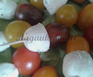 Mocarelos sūrio ir pomidorų užkandėlė