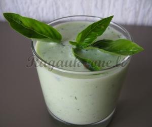 Dietinis agurkų - kefyro kokteilis