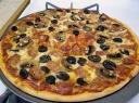 Pica su padažu ir priedais