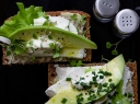 Sumuštinis su varškės sūriu ir avokadu