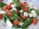 Špinatų salotos su sūriu
