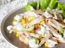 Vištienos salotos su agurkais ir kukurūzais