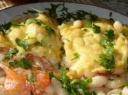Pupelių, pomidorų ir sūrio apkepas