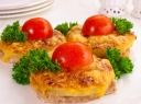 Mėsos kepsniai su ananasais ir sūriu