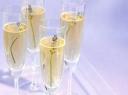 Putojančio vyno kokteilis su levandomis