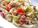 Vištienos ir kalmarų salotos su jogurto padažu